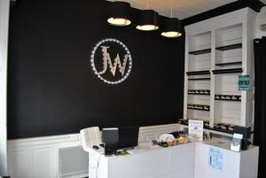 Le comptoir du magasin de cigarettes électroniques J WELL à Paray